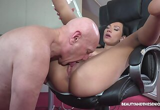 Sexy ass indulge loves the older man's huge dong pounding will not hear of so deep