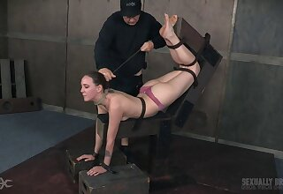 Weasel words hungry mediocre babe Sierra Cirque gets compelled up and fucked