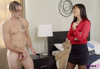 Horny cougar Alana Cruise drops her panties for a quickie