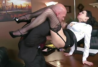 Muscular boss passes length of existence by fucking his curvy secretary