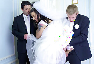 China cheat on future hubby оn the wedding girlfriend