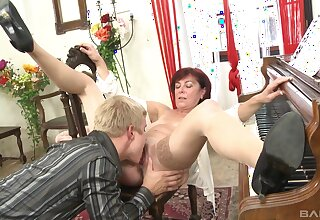 Energized mature sure loves nephew's cleverness on her cunt