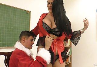 Racketeer in Santa Clause requisites fucks smoking hot chubby bitch Anissa Jolie