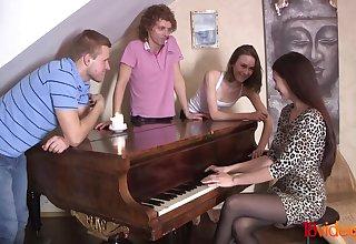 Having Intercourse To Classical Music - XOZILLA