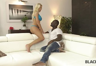Busty comme ci nympho Karol Lilien has a steamy sex with a dastardly guy