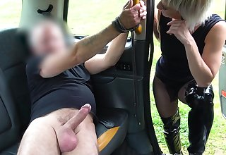 Up against it blonde wants a bit of escapade at hand her sexual quest